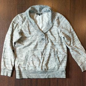 Comfy sweatshirt. Fits like a small.